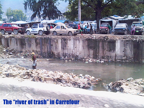 The river of trash near Carrefour